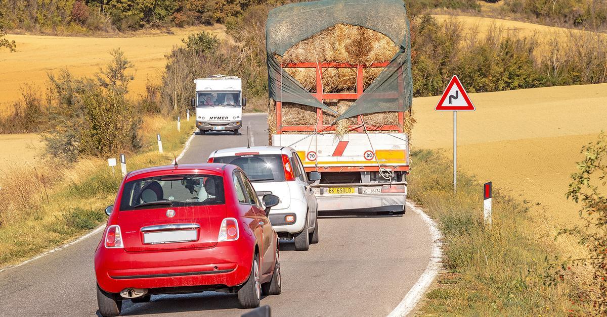 Должен знать каждый водитель: слепые зоны грузовика